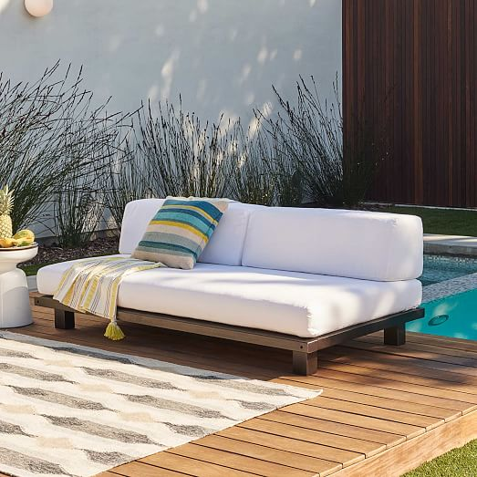 Outdoor couch make your outdoor more nice and comfortable