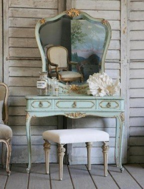you have vanity table with mirror? it is useless when woshdxd