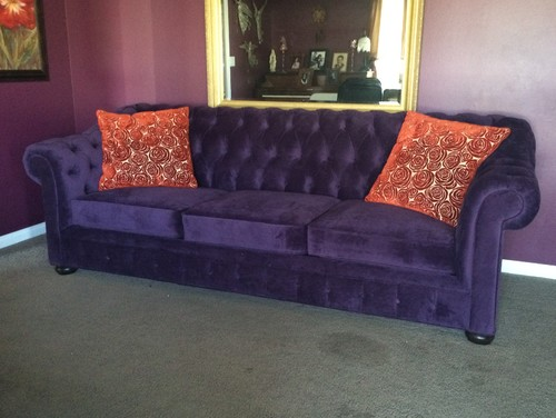 Beautiful purple sofa !!  pigobru