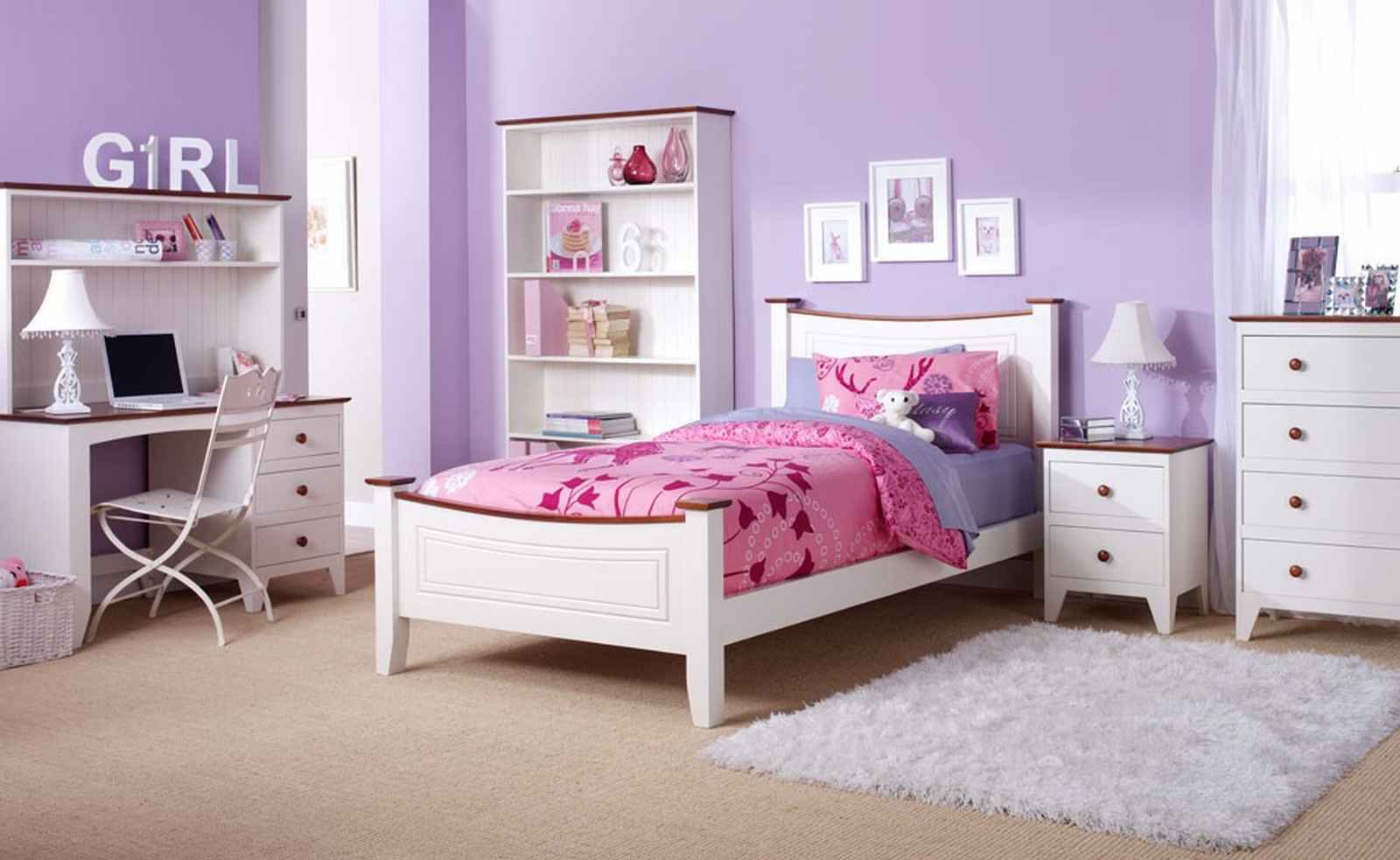 Four basic features for girl's bedroom sets