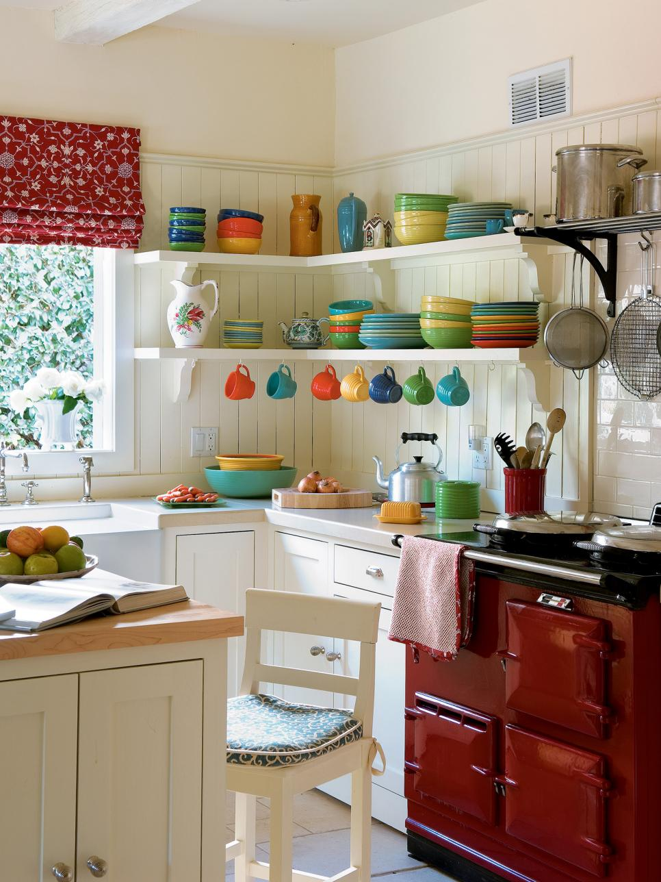 Chic interior design ideas for kitchen pictures of small kitchen design ideas from hgtv | hgtv apgdotb