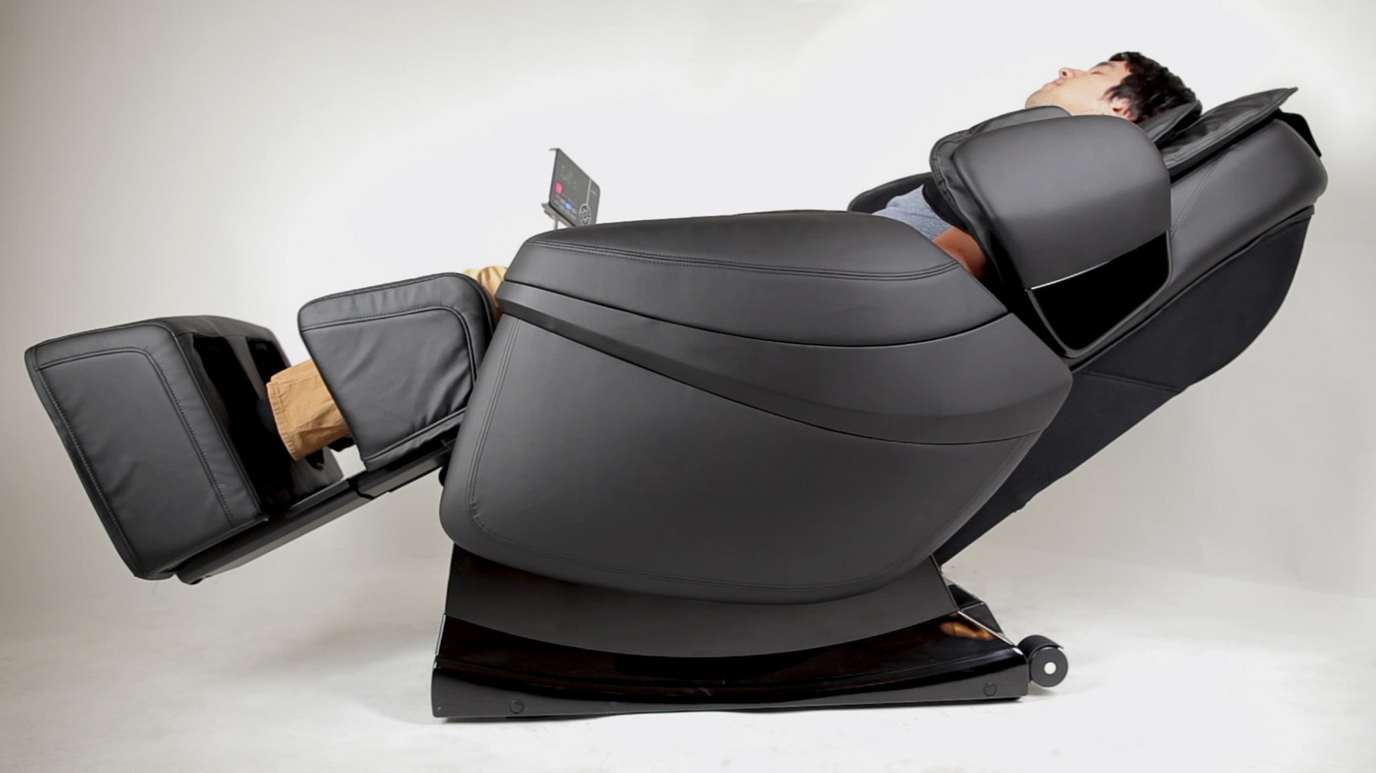 Contemporary massage chair robo-pad in action sqgebjq