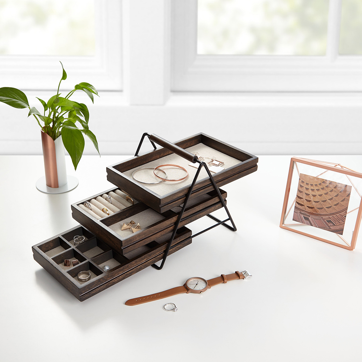 Jewelry organizers and boxes to keep your jewels organized