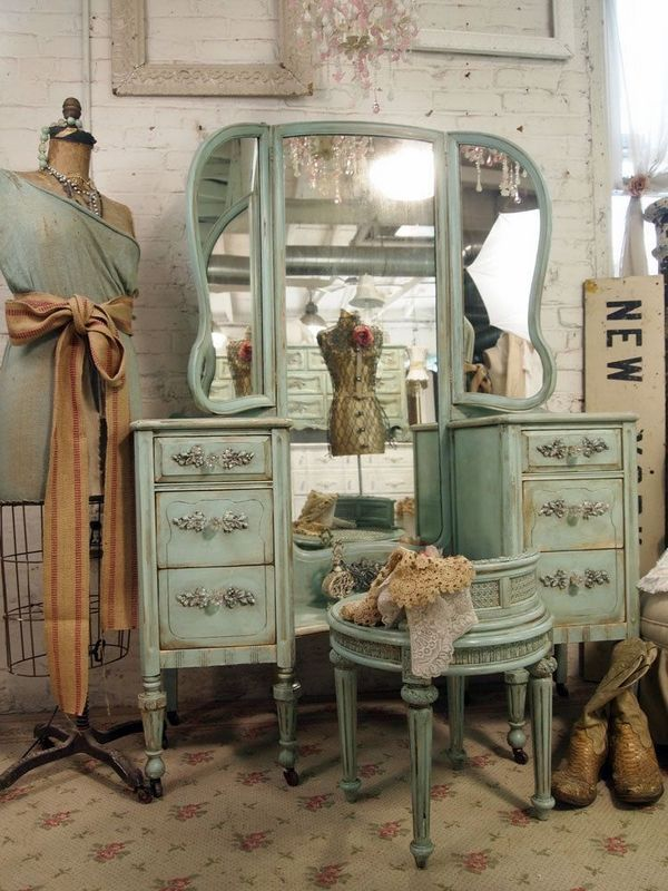 Style and elegance with vintage furniture