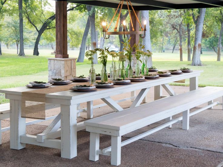 How to choose an outdoor dining table?