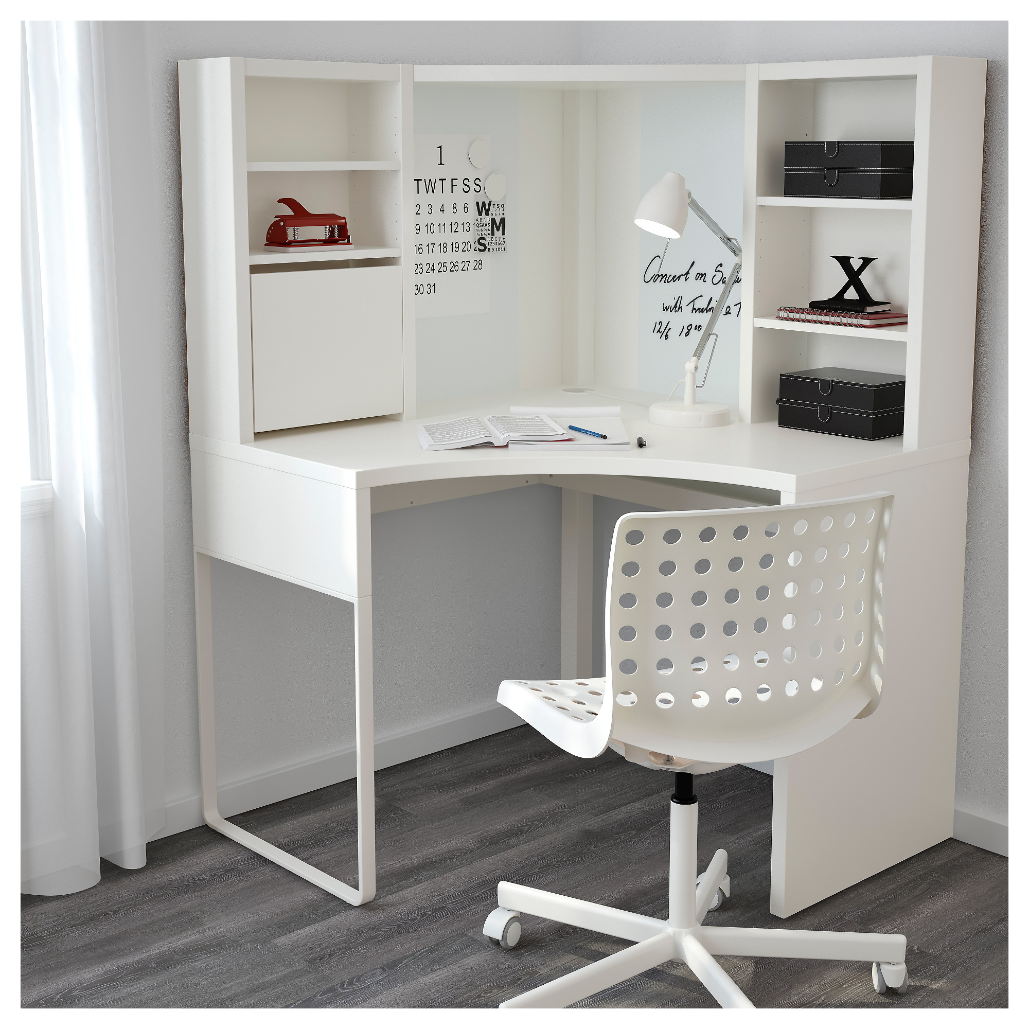 Smart use of space with corner desk