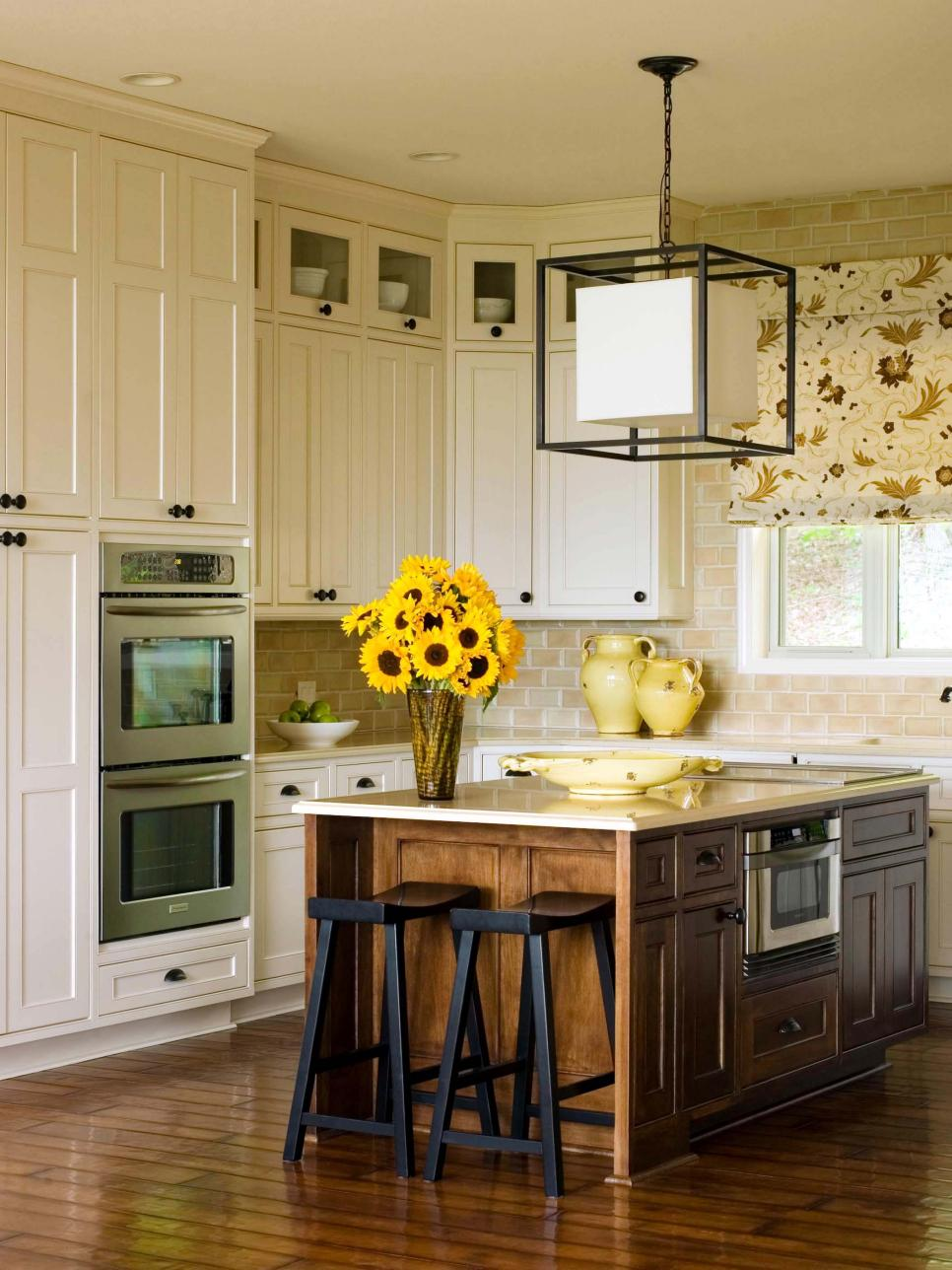 Refacing kitchen cabinets to give a better look