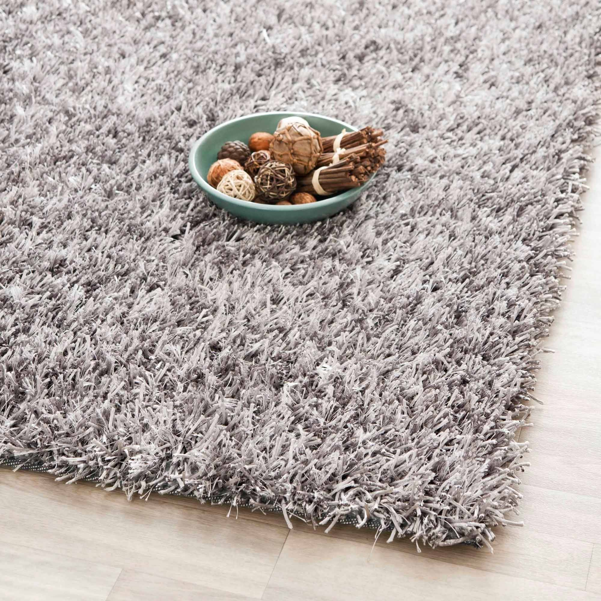 Why shag rugs are a must or living rooms
