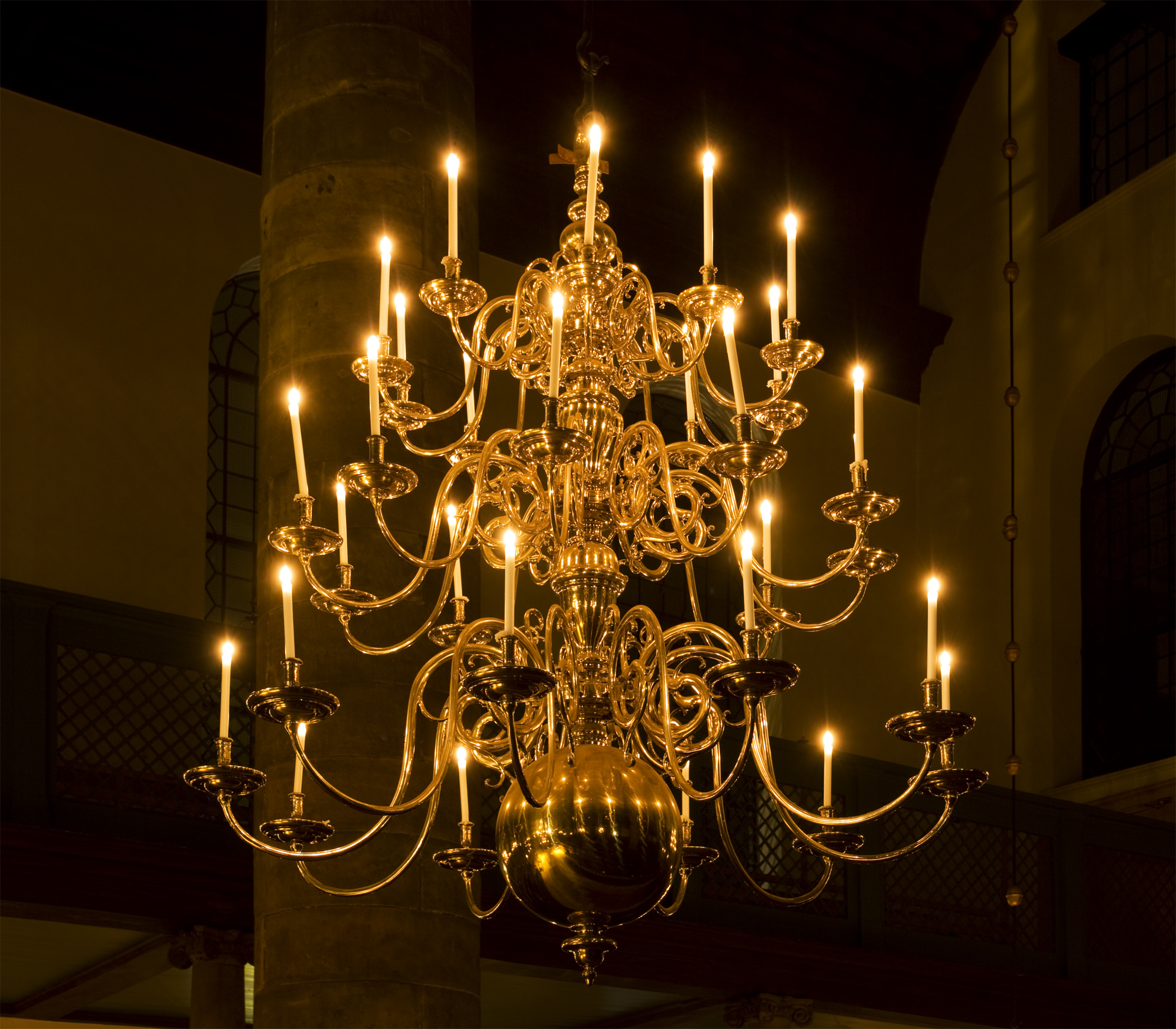 Stylish chandeliers an antique chandelier with candles in amsterdamu0027s portuguese synagogue orqxydc