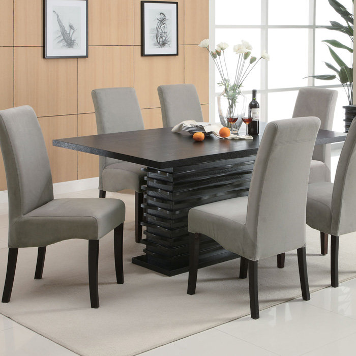 Mixing and matching contemporary dining room sets