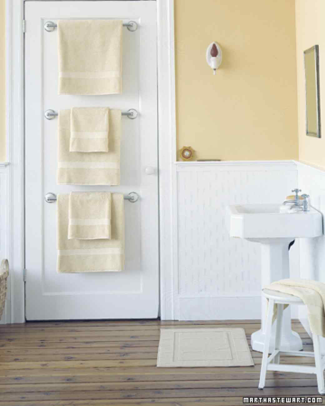 Creative bathroom storage solutions 4. an example of vertical space vognspq