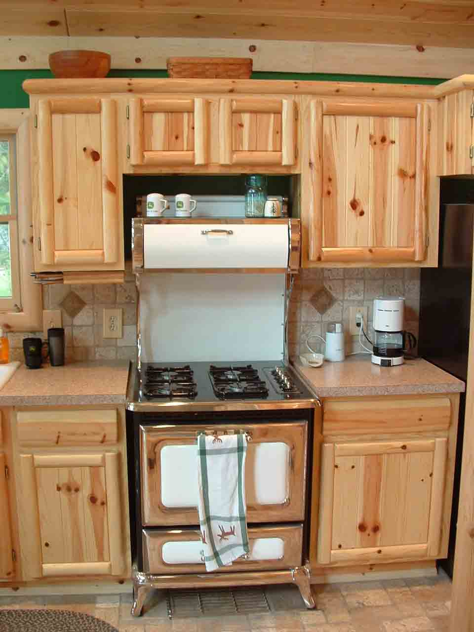 Cute knotty pine kitchen cabinets 07knotty_pine_cabinetry clovaih