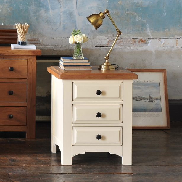 Fashionable shabby chic bedside table shabby chic round side table 1930s source · bedroom white shabby chic nucfzqv
