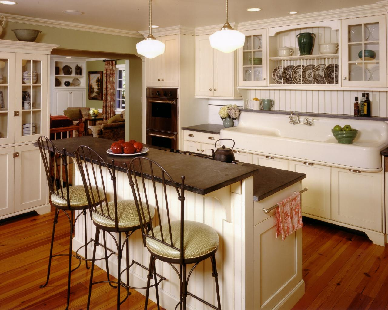 Majestic country kitchen cabinets 12 cozy cottage kitchens rfzzbah